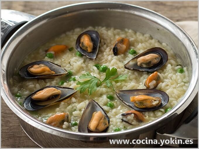 MUSSELS WITH RICE - It