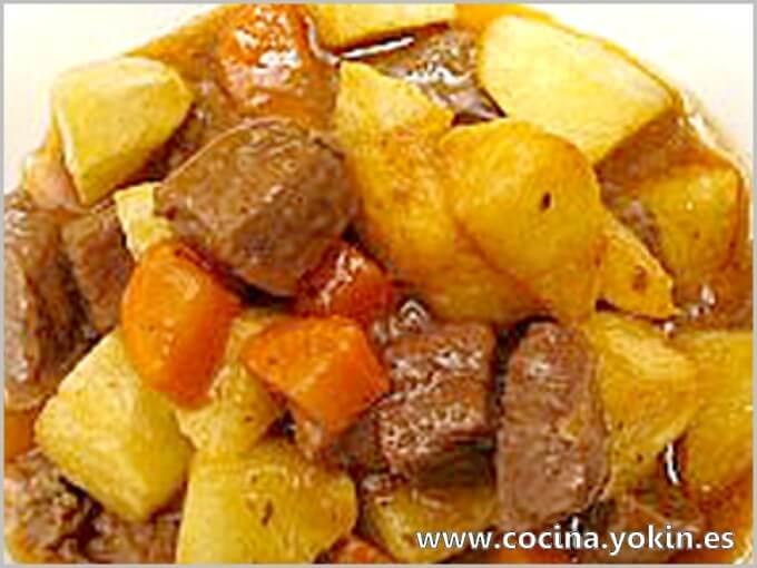 VEAL STEW - This stew is one of the most recurrent in the kitchen of many places with its variants. A tasty and easy dish to make.