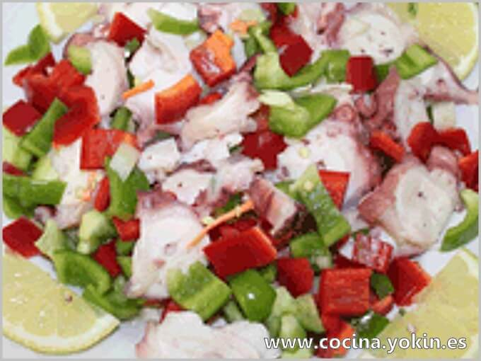 OCTOPUS SALAD - A very tasty way to use the octopus as a central element in a salad, vegetables combined with a soft, delicious taste is achieved.