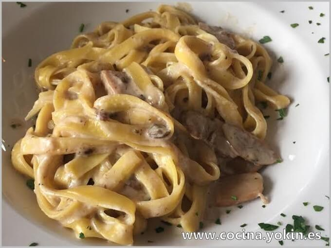 TAGLIATELLE WITH MUSHROOMS IN ROQUEFORT SAUCE - A plate of pasta accompanied by a cheese-based sauce that goes especially well, the Roquefort sauce.