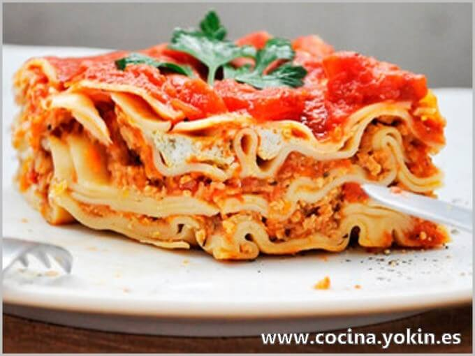 LASAGNA - A complete and many-sided dish. A good portion can be served as a single dish. Difficulty medium preparation.