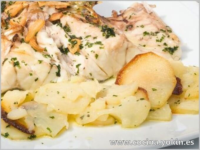 SEA BASS BAKED WITH POTATOES - If a dish as a main element includes sea bass, success is almost guaranteed. This form of preparation does not detract from this magnificent fish.